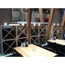 Wijnwand Kabinett (model  met kruis) geeft dit cafe een bijzonder interieur.