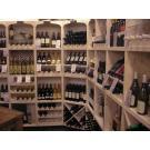 Deze en voorgaande foto zijn gemaakt bij Specialiteitenhuys Wijn &Spijs te Heerenveen. Heerlijk eten en prachtige wijnen worden gepresenteerd in wijnwand Kabinett.
