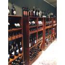 De sfeervol ingerichte winkel La Bottega del Vino in Zonhoven.